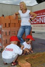 Frau Strommer mit ihren Kindern