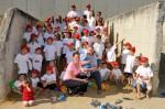 alle Kinder und der Juniorchef, Alexander und Daniela auf dem riesigen Sandhaufen