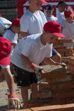 zu zukünftigen Lehrlinge auf der Kinderbaustelle der Baufirma Lechner