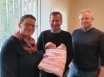 Der Chef der Baufirma Lechner - Herr BM DI (FH) Christian Lechner bei Gratulation an Johann Waschl und seiner Astrid anlässlich der Geburt ihrer süßen Anna