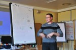 Rudi Leopold beim Erklären der Übung