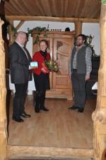 Chef u. Chefin bei der Gratulation zum 50.Geburtstag des Mitarbeiters Herbert Göttinger