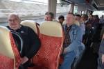 Franz Hager, Franz Harold und Stanislaw Leszko im Autobus beim Betriebsausflug 2016 der Baufirma Lechner aus Plank am Kamp in Niederösterreich.