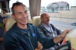 zwei Mitarbeiter Manfred Zellhofer und Pavol Sprlak bei der Busfahrt unseres Betriebsausflug 2016 nach Wien