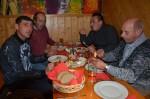 Unsere Mitarbeiter Marian Vaida, Anton Gutmeier, Markus Binder und Manfred Zellhofer beim Heurigen Robert Breit in Stiefern in gemütlicher Runde