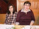 Tochter Sabrina und Frau Eigner beim Geburtstagsfest
