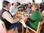 Franz Harold mit Gattin Herbert Breit Herbert Frauberger beim Essen