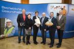 Christine Lechner und Prok. BM Hermann Lechner bei der Überreichung des Gütesiegels für Betriebliche Gesundheitsförderung
