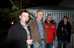 Unsere Mitarbeiter Jürgen Hauer, Stefan Haberl und Arnold Hauer mit Gattin vor der Weihnachtsfeier in geselliger Runde