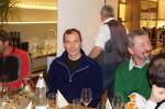 Pavol Sprlak ein besonders tüchtiger Mitarbeiter genießt die Weihnachtsfeier der Baufirma Lechner
