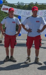 die LehrlingeNico Hirt und Patrick Tutsch auf der Kinderbaustelle der Baufirma Lechner
