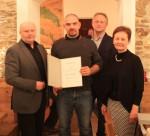 Mario Niedzballa mit der Geschäftsleitung bei der Ehrung für 5 Jahre Betriebszugehörigkeit