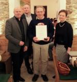 Leopold Amon mit der Geschäftsführung wird für 15 Jahre Betriebszugehörigkeit geehrt.
