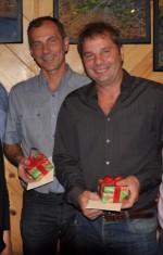 Ladislav und Pavol freuen sich über die Geschenke zum 50. Geburtstag