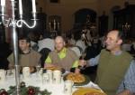 Rudi Hahn in geselliger Runde beim köstlichen Rittermahl der Baufirma Lechner aus Plank am Kamp in Niederösterreich