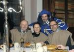 Baumeister Ing. Hermann und Christine Lechner mit KR Gottfried Wieland von der Wirtschaftskammer und dem Kastellan genießen das wunderbare Ambiente beim Rittermahl auf Schloss Rosenburg.