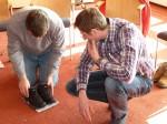 Johann Waschl und Thomas Unterberger tüfteln bei der Aufgabe