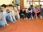 Die Gruppe beim Lösen der Aufgabe beim Team-Seminar