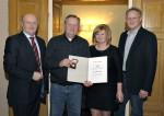 Stanislaw Leszko wird von Baufirma Lechner für 10 Jahre Betriebstreue geehrt.