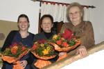 Daniela,Schwiegermutter und ich mit Blumen
