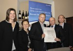 Familie Lechner mit Herrn Manfred Kapeller von der NÖ.Gebietskrankenkasse bei der Unterzeichnung der BGF-Charta