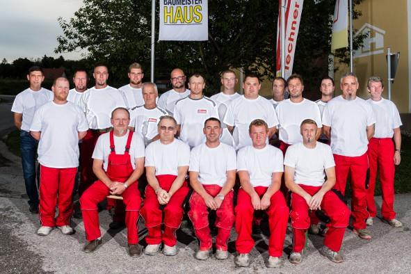 Team Maurer-Facharbeiter und Bauhelfer